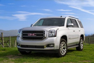 The GMC Yukon SLT was totally redesigned for 2015. Halogen projector headlights are standard.