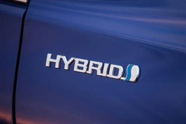 2015_Toyota_Camry_Hybridlog