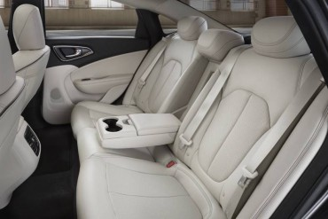 The 200C rear seat has a wide armrest with a shallow storage compartment.