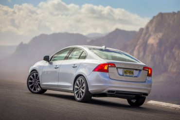 The 2015 Volvo S60 has a contemporary short rear deck wedge style.