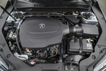 The smooth V-6 engine produces 290-hp and 267 lb-ft of torque. The transmission is a 9-speed automatic.