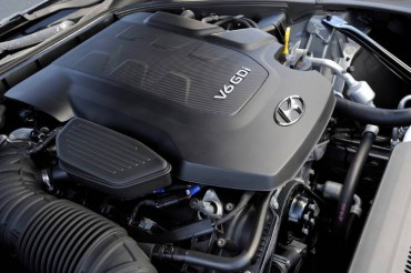 The powerful, more than adequate 3.8L V-6 produces  311-hp, but there is also an optional 420-hp V-8.