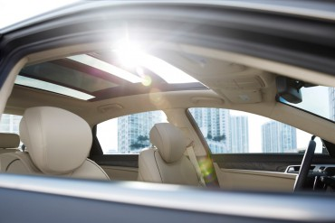 The excellent panoramic sunroof is part of the Signature Package option.