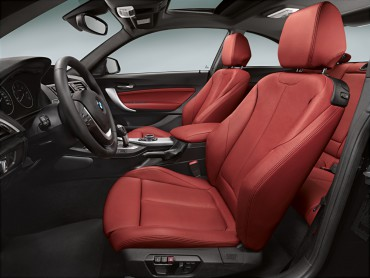 Driving position and long distance comfort/support are outstanding in the snug, secure sports seats.