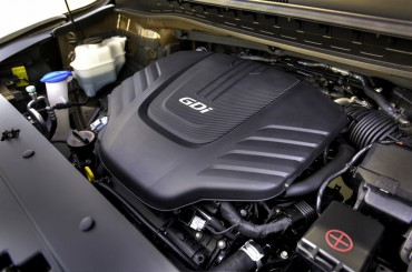 The sole engine choice is a smooth 276-hp V-6 backed by a 6-speed automatic.