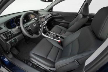 The Accord Touring edition features comfortable leather trimmed seats and lots of legroom.