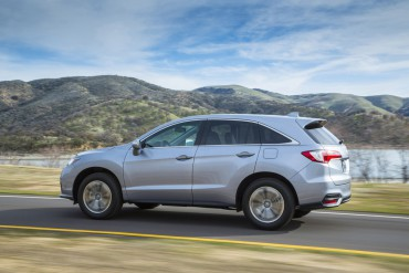 2016 Acura RDX is updated. The rear window profile resembles other Acura/Honda sport utility vehicles.