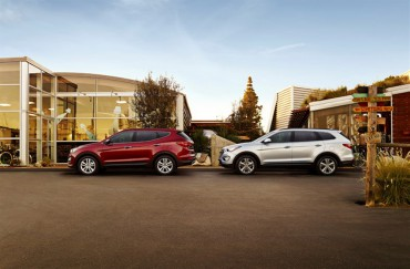 The Santa Fe Sport (left) is the 5-passenger version of the 7-passenger Santa Fe (right).