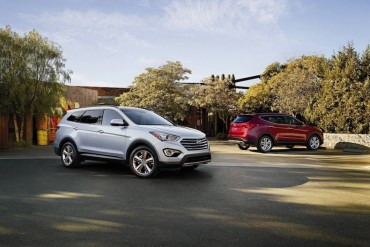 The Santa Fe Limited is the big brother of the Santa Fe Sport in the background.
