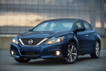 The 2016 Nissan Altima shares front end styling cues with other Nissan products and is easily recognized as a Nissan.
