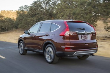 A CR-V is easy to spot from the rear 3/4 view thanks to distinctive pointed windows.
