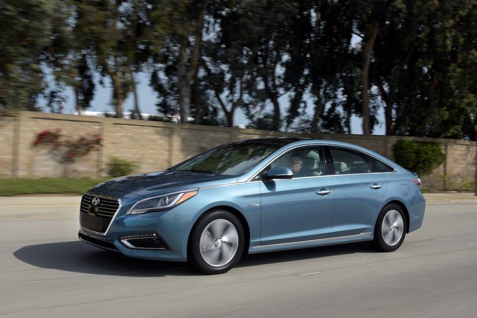 The Handsome 2016 Hyundai Sonata Is Now Available As A Gas Electric Hybrid And Plug In