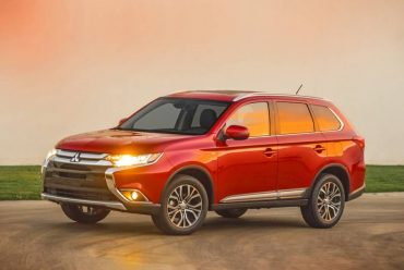The 2016 Mitsubishi Outlander is a spacious, 7-passenger SUV with great road manners.