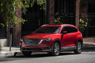 The 2016 Mazda CX-9 is stylish, roomy, and safe.